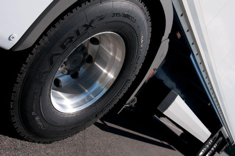 Marangoni annuncia un adeguamento prezzi da marzo per i pneumatici ricostruiti autocarro